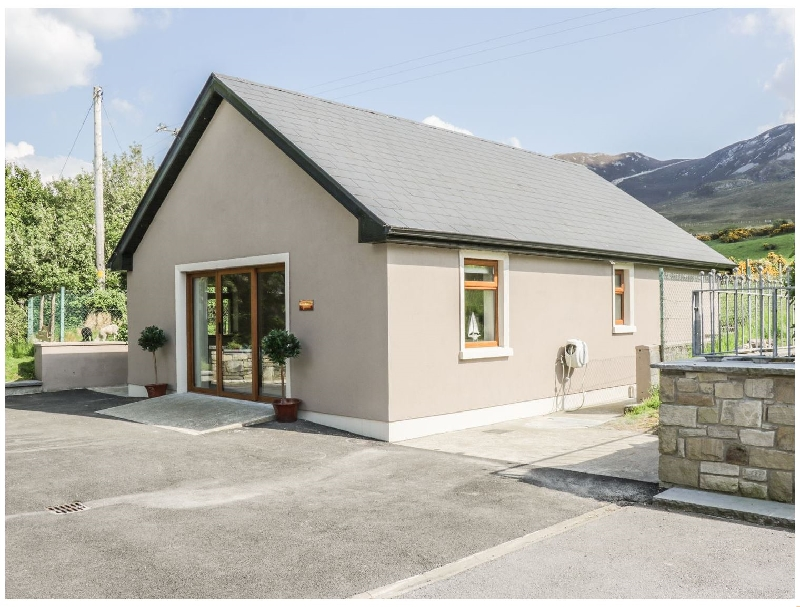 Self Catering Cottage Holidays at Reek View Apartment
