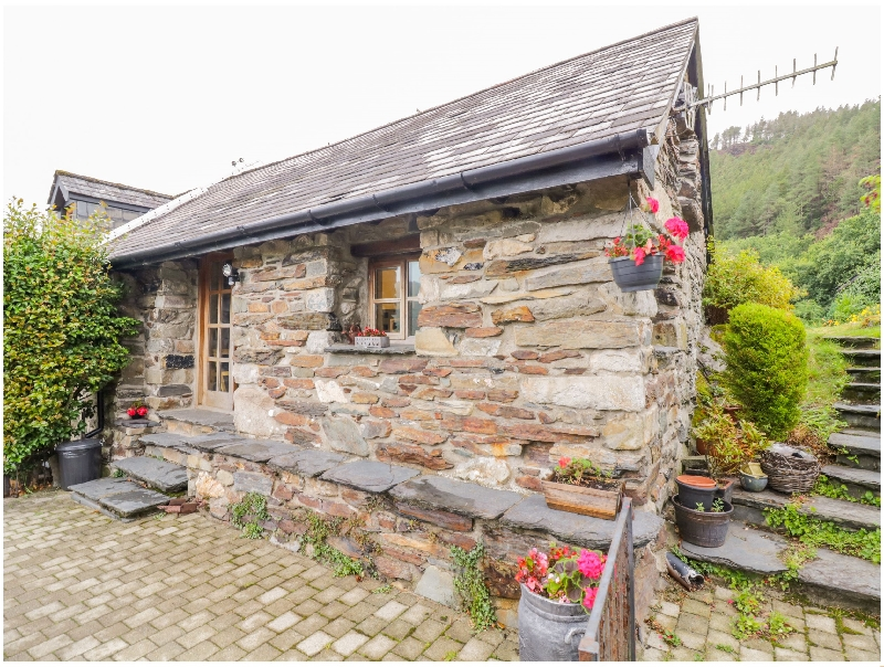 Self Catering Cottage Holidays at Yr Hen Eil